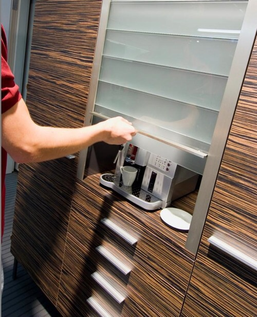 Жалюзи из стекла для кухонной мебели