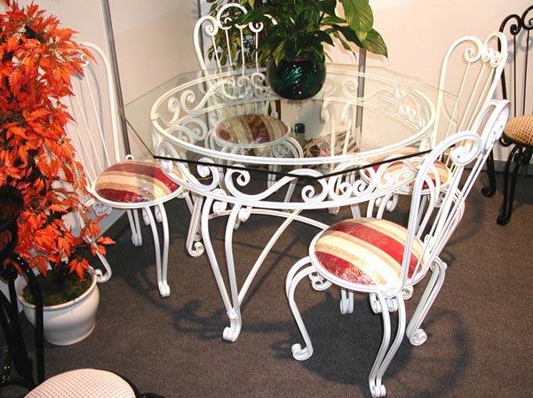 Белая кованая мебель