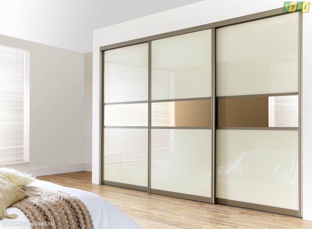 Белый шкаф со вставками