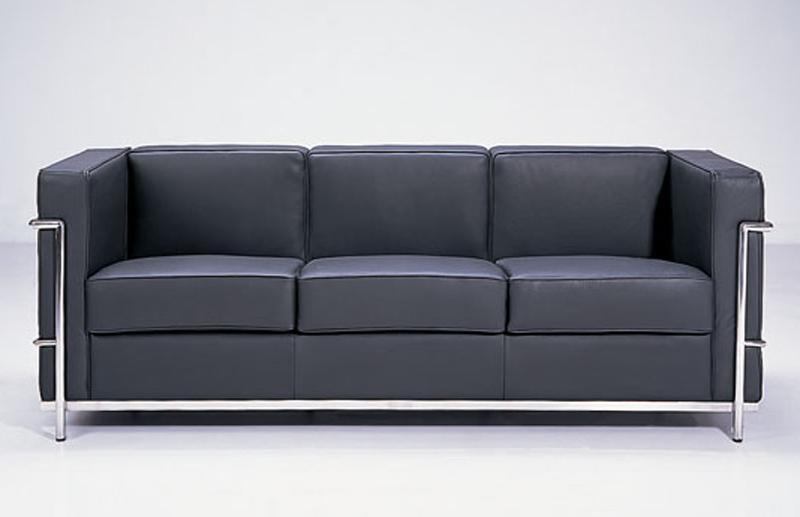 Черный красивый диван