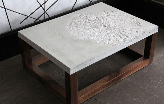 Декор на поверхности столешницы стола