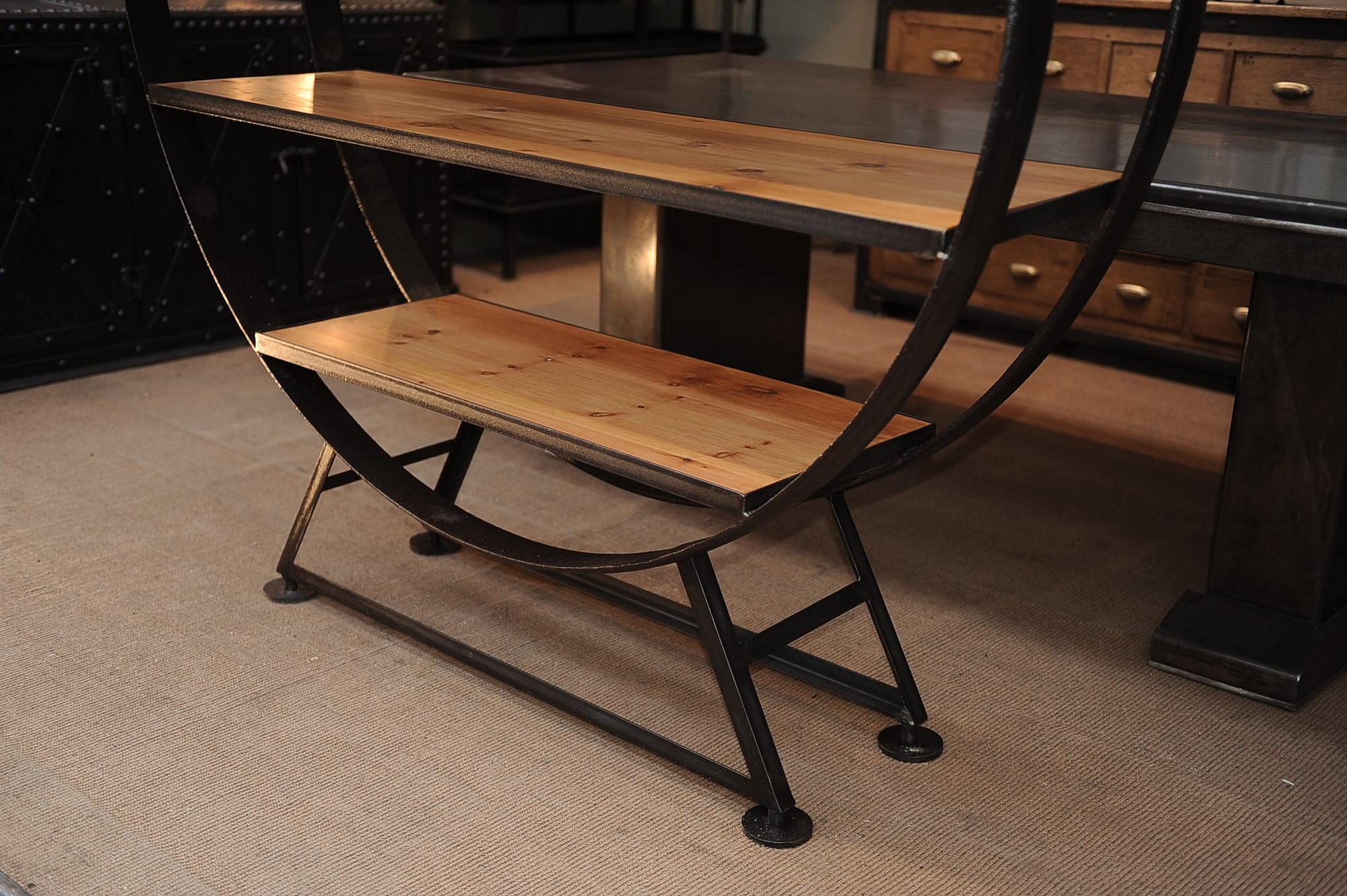 фото стола из металла и дерева брюнеткам шоколадная