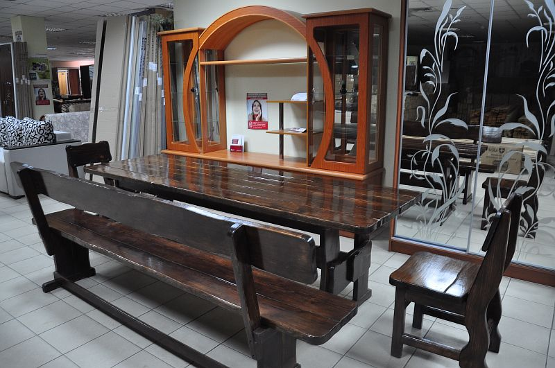 Глянцевые элементы мебели