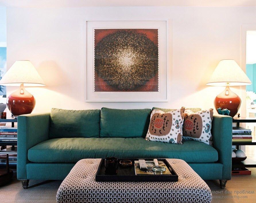 Голубой диван в дизайне интерьера