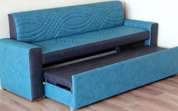 Голубой практичный диван