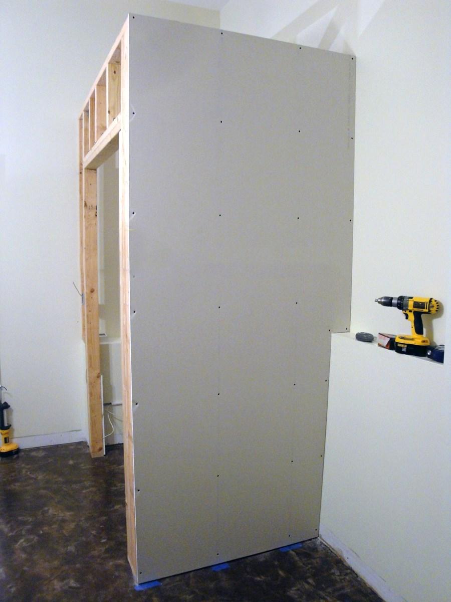 Готовая стена шкафа из гипсокартона