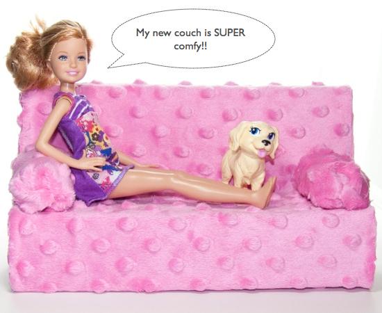 Gotovyj-rozovyj-divan Домик и мебель для кукол своими руками из картона: схема, выкройка, фото. Как сделать кровать, диван, шкаф, стол, стулья, кресло, кухню, холодильник, плиту, коляску для кукол из картона своими руками