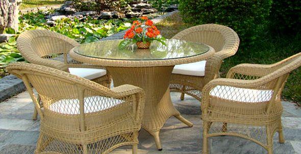 Изысканные столы и стулья