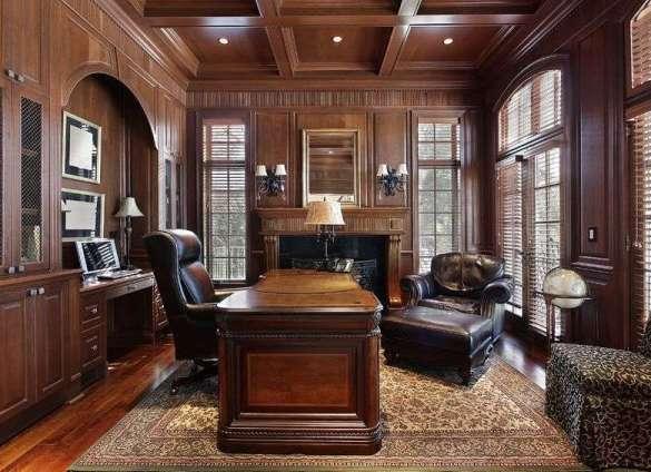 Кабинет с дорогой мебелью