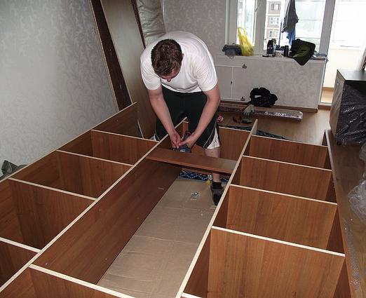 Как разобрать мебельную стенку