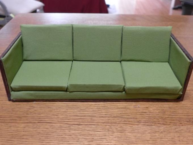 Клеим подушки на диван для кукол