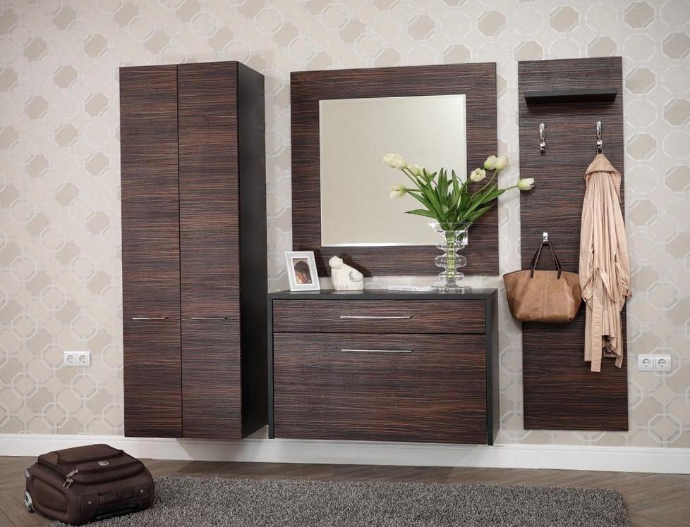Коричневые предметы мебели для прихожей