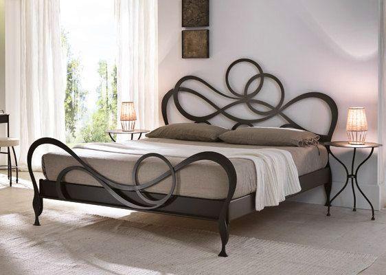 Кованая красивая мебель