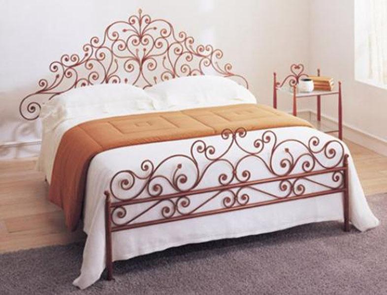Красаная металлическая кровать