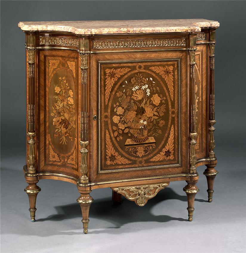 Красивая антикварная мебель