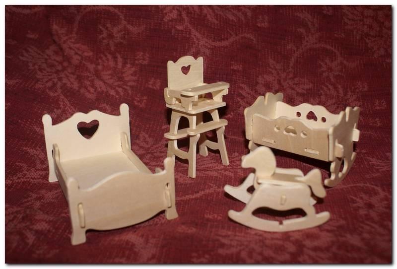 Красивая деревянная мебель для игр с куклами