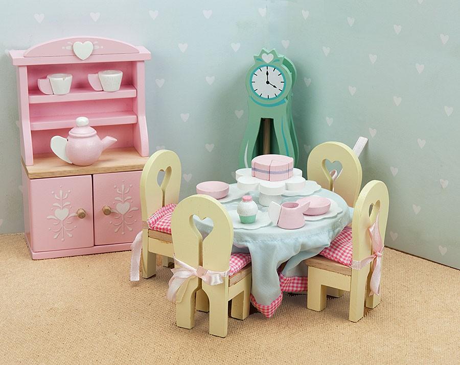 Красивая кукольная мебель