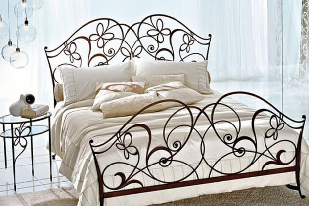 Красивая современная кровать для спальни