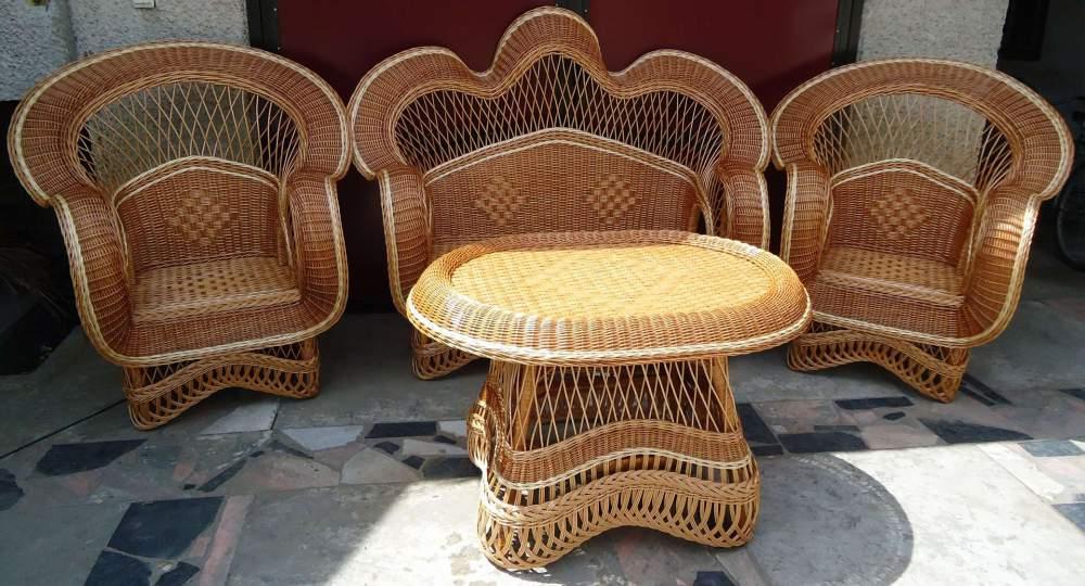 Кресла и столы из дерева