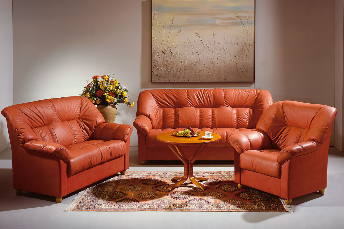 Кресло оранжевого цвета