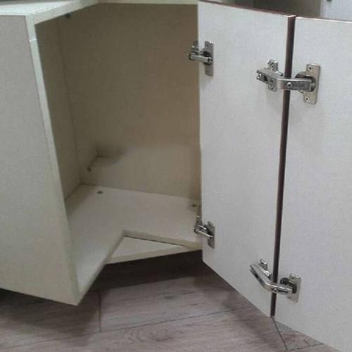 Кухонный шкаф и петли
