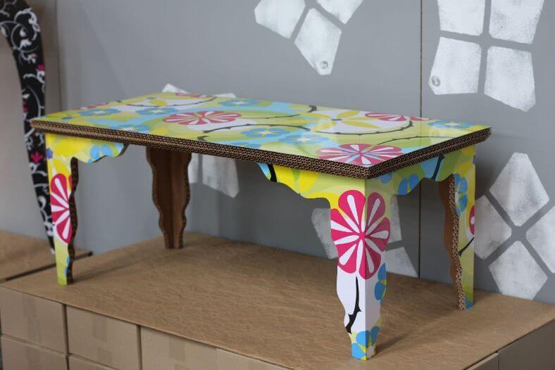 Кукольная мебель для ребенка