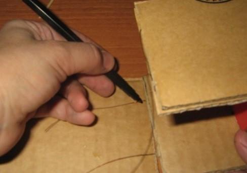 Na-dne-shkafa-pod-nazvaniem-5a-pomechaem-mesta-gde-budut-prohodit-provoloki-iz-stenok-i-prokalyvaem Шкаф для куклы своими руками из коробки и картона