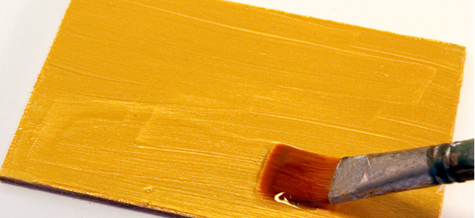 Наносим краску на мебель