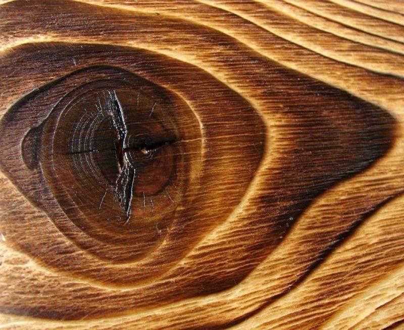 Образец дерева, состаренный с помощью обжига