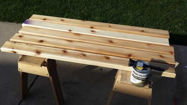 Обробатываем доски для изготовления мебели