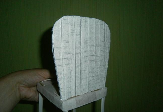 Оклеиваем стул бумагой