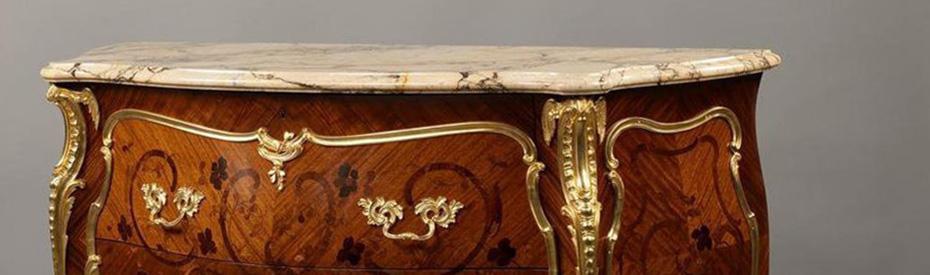 Покрытие столика в старинном стиле