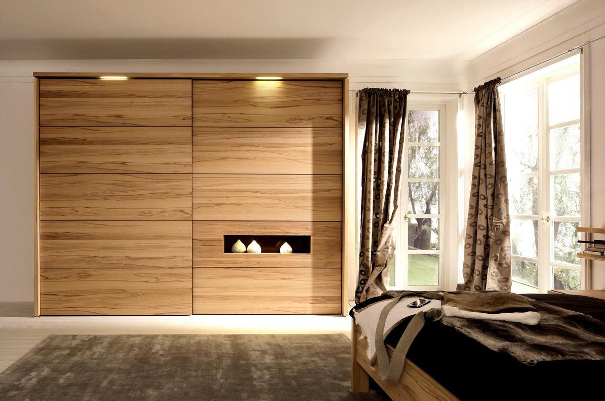 Практичность шкафа-купе в спальне