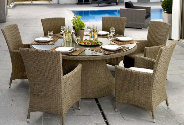 Прекрасная мебель для летнего кафе