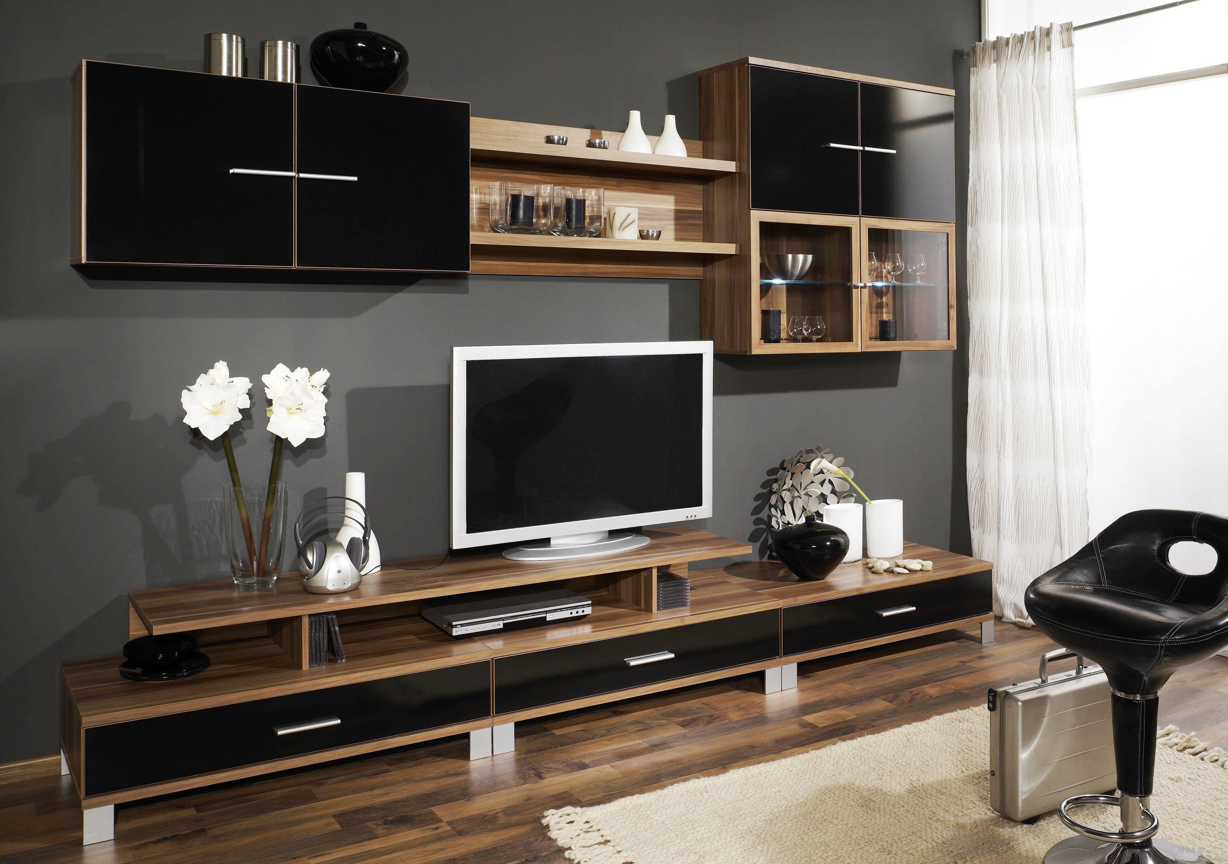 Применение мебели в прихожей