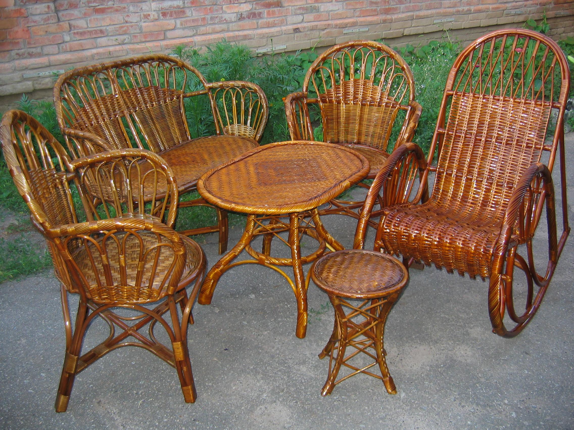 Различная плетеная мебель