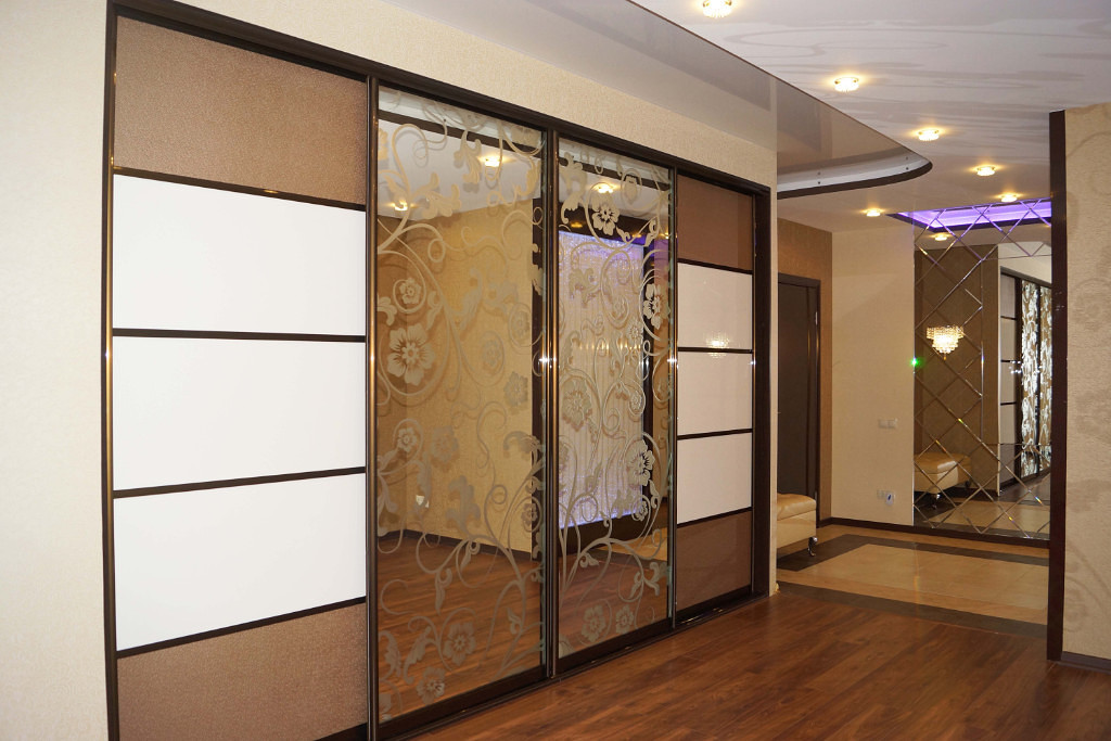 Шкаф купе 4 двери, положительные свойства конструкций, а так.