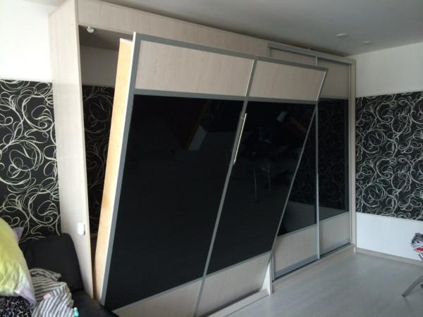 Шкаф-кровать вертикальная с комбинированным фасадом