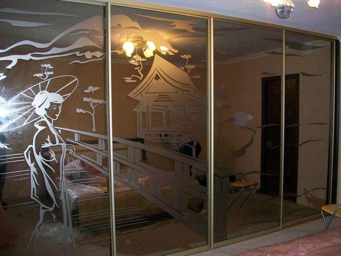Шкаф с матовым рисунком