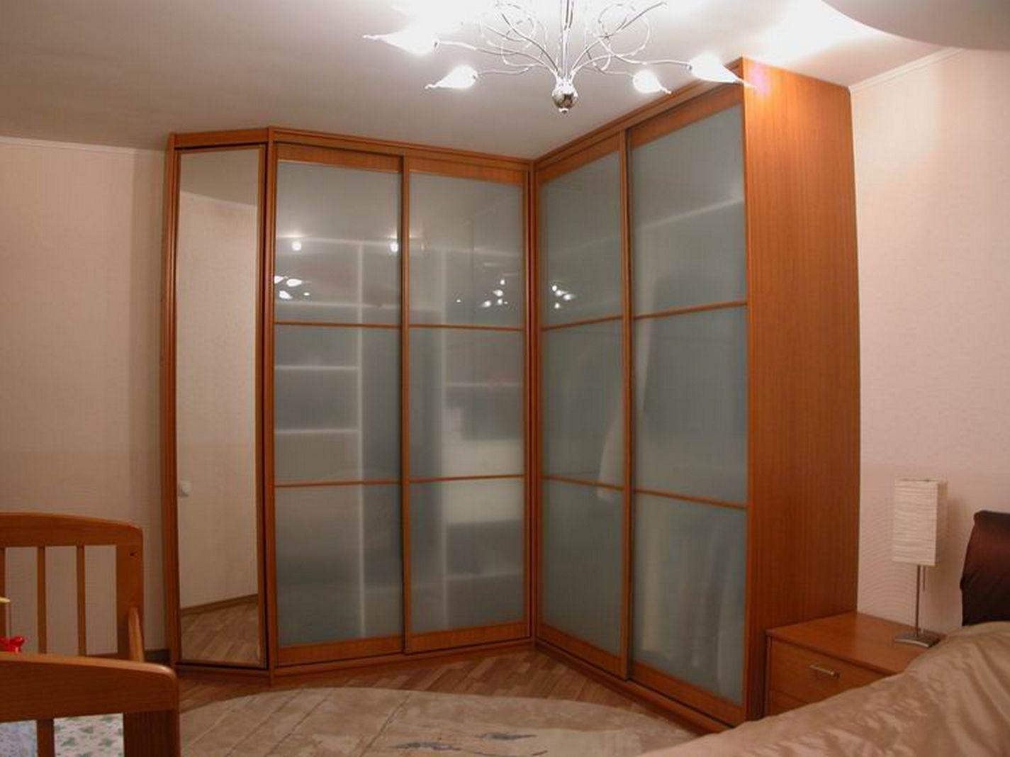 Шкаф с матовыми стеклами