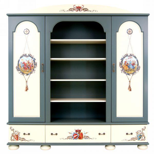 Шкаф с росписью