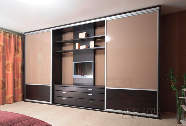 Шкаф с телевизором