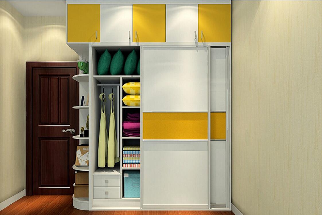 Шкаф с яркими вставками