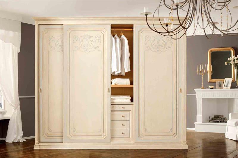 Шкаф с 3 дверьми