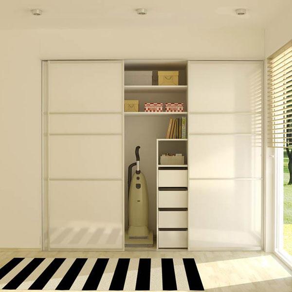 Шкаф у входа в дом
