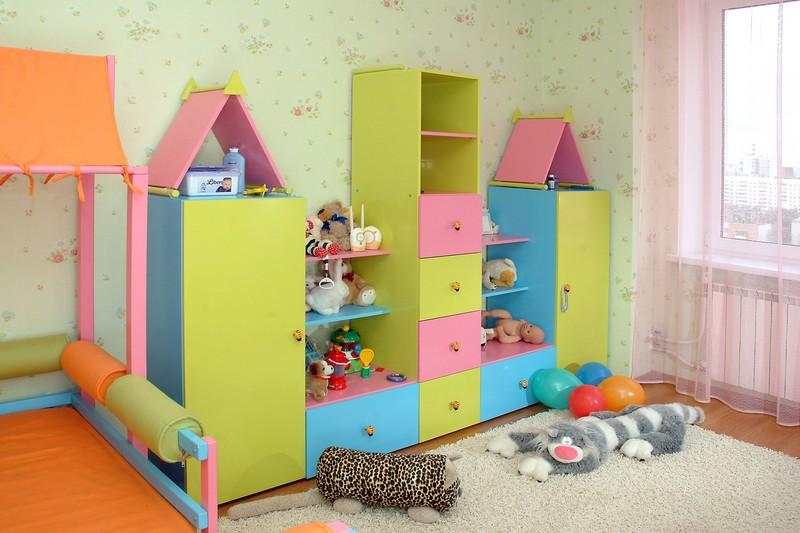 Шкаф в виде домика