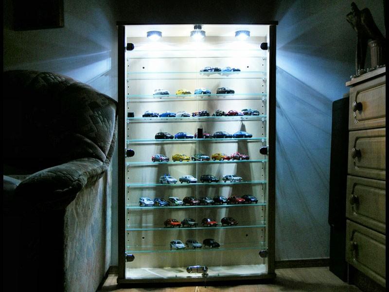 Шкаф-витрина с подсветкой