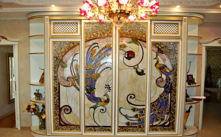 Шкаф с мозаикой