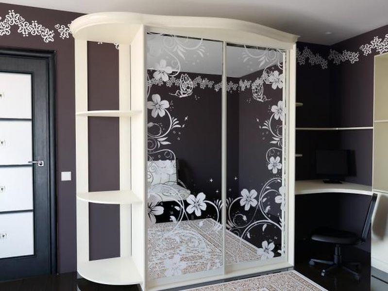 Шкафы купе зеркало с рисунком