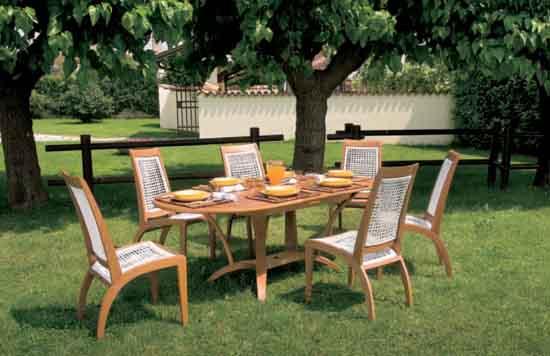 Садовые столы и стулья
